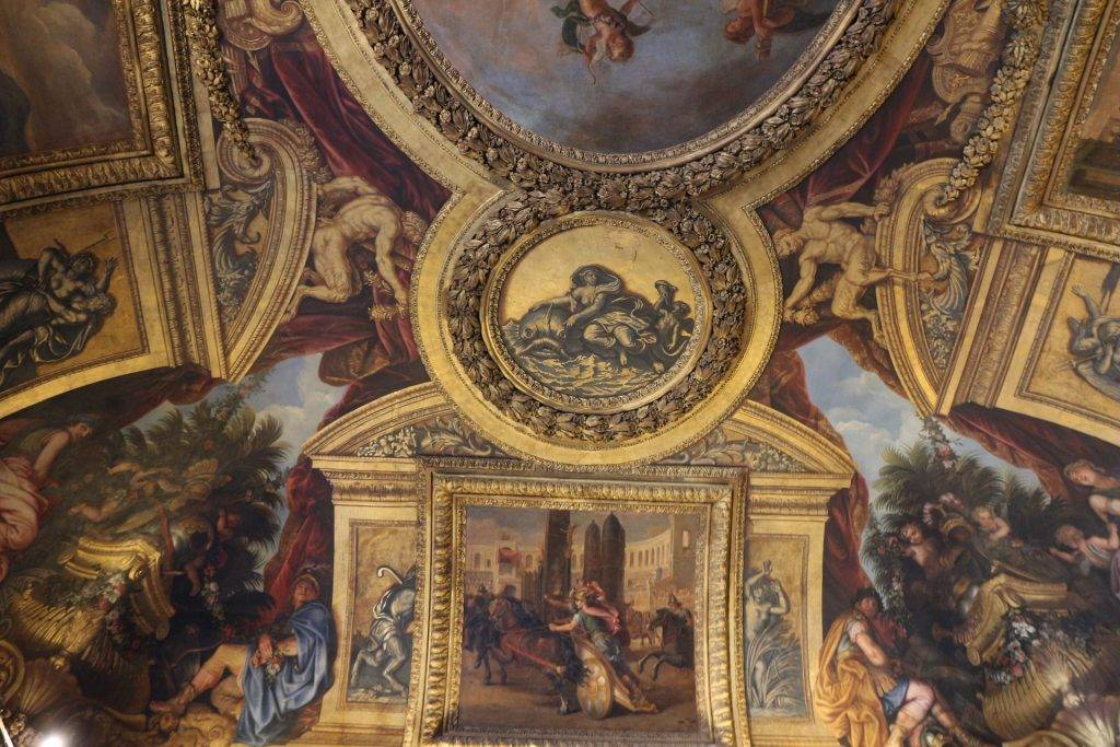 THE PALACE OF VERSAILLES: A COMPLETE VISITOR'S GUIDE